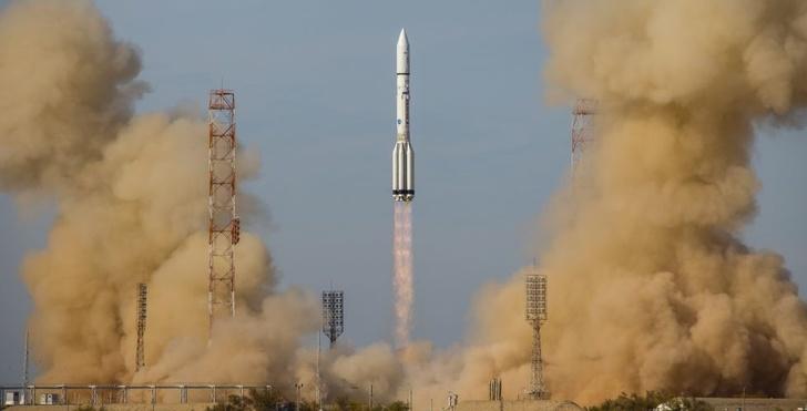 Разгонный блок «Бриз-М» успешно вывел на целевые орбиты два спутника