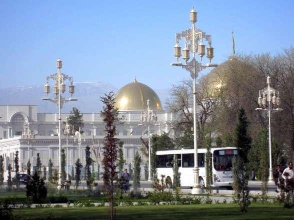 В Ашхабаде установили 76 светофоров «Швабе»