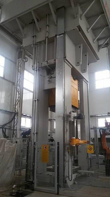 Многоцелевой гидравлический пресс мощностью 1250 тонн