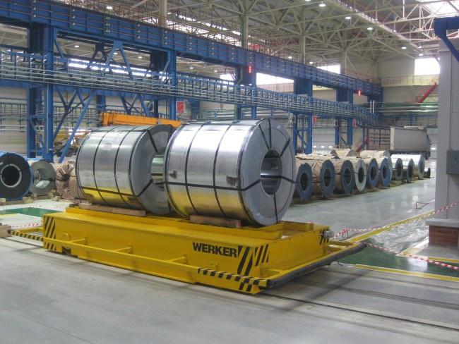 Передаточная тележка WERKER в производственном цеху