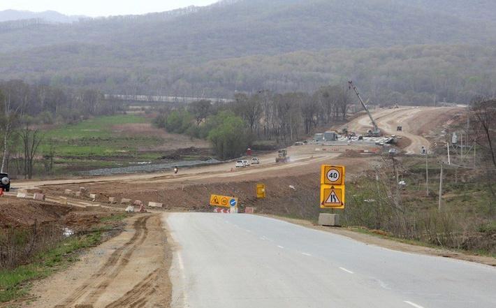 Возведение мостового перехода на пути трассы