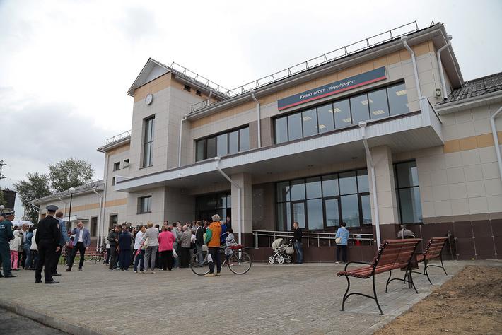 В Емве торжественно открыли новый железнодорожный вокзал