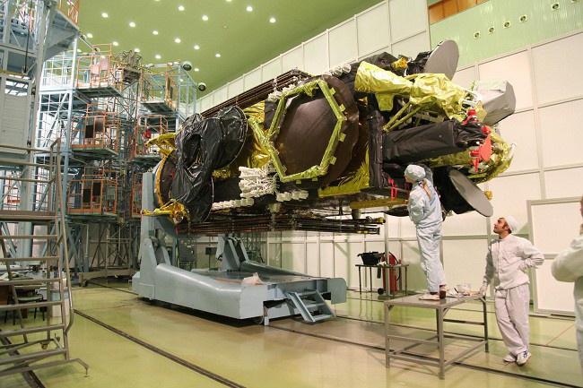 """подготовка к запуску космического аппарата """"Экспресс-АМ6"""" на космодроме Байконур"""