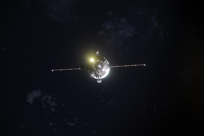 """фотография причаливающего """"космического грузовика"""" #ПрогрессМС05 от космонавта Андрея Борисенко"""
