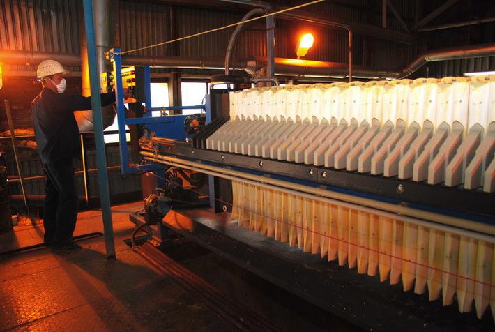 в июле 2014 года включен в режим комплексного опробования главный производственный корпус
