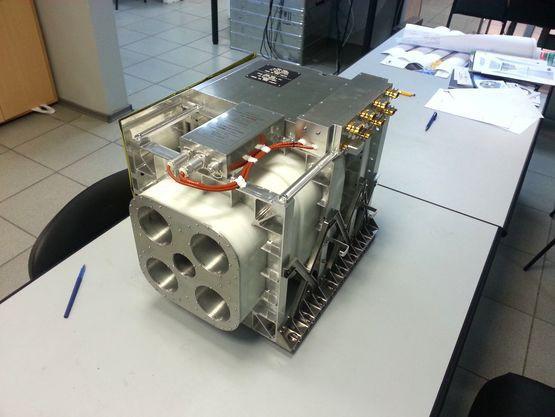 Нейтронный детектор ФРЕНД (FREND - Fine Resolution Epithermal Neutron Detector) предназначен для регистрации и картографирования потоков нейтронов от поверхности Марса с высоким пространственным разрешением