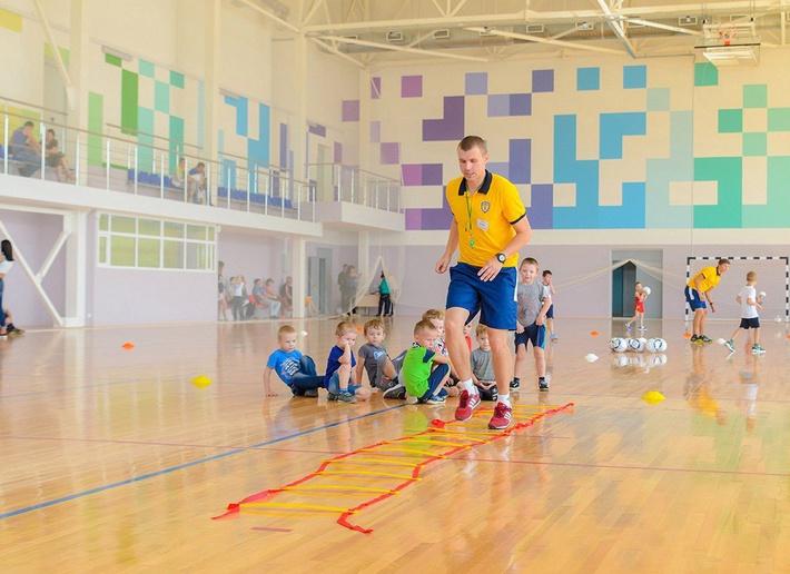 Учебные занятия в новых условиях первыми провели футболисты детской школы «Юниор»
