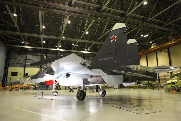многоцелевой истребитель Су-30СМ ВВС России в цехе окончательной сборки ИАЗ