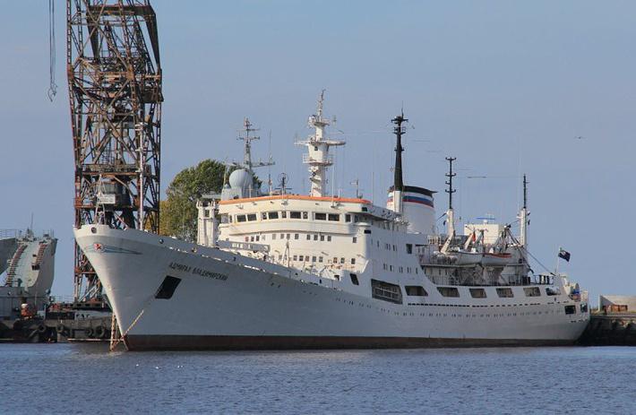 18 августа океанографическое исследовательское судно Балтийского флота «Адмирал Владимирский» отправилось в кругосветное плавание