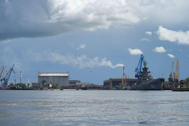 На тяжелом атомном ракетном крейсере «Адмирал Нахимов», который проходит на Севмаше ремонт и модернизацию, начались активные работы. Напомним, крейсер долгое время стоял у причальной стенки предприятия в ожидании своей судьбы.