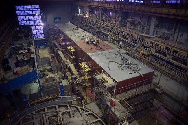На Севмаше завершено строительство первого понтона для перевода крейсера «Адмирал Нахимов» через ворота батопорта. Работы начались в ноябре прошлого года. Сейчас изделие проходит испытания.