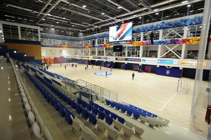 Футбольная арена нового спортхолла «Айка» в Норильске