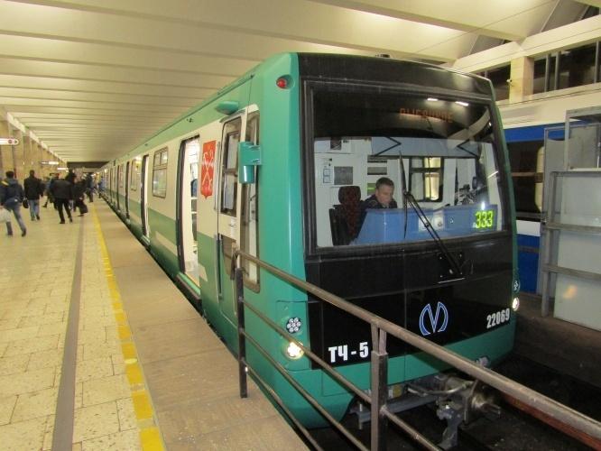 Трансмашхолдинг завершил передачу вагонов метро для зеленой линии метрополитена Санкт-Петербурга