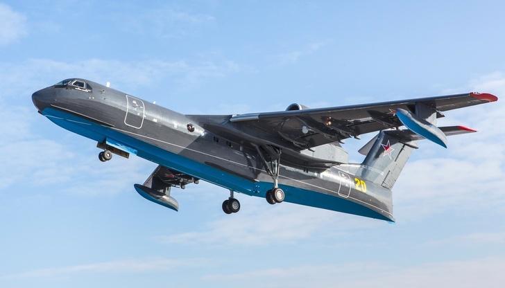 Взлетел очередной серийный самолет-амфибия Бе-200ЧС - первый для ВМФ РФ