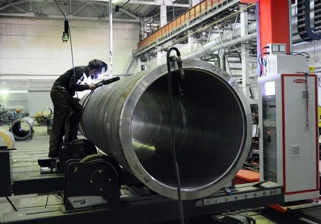 Два парогенератора общим весом около 400 тонн были погружены сегодня в заводском порту оао петрозаводскмаш на судно
