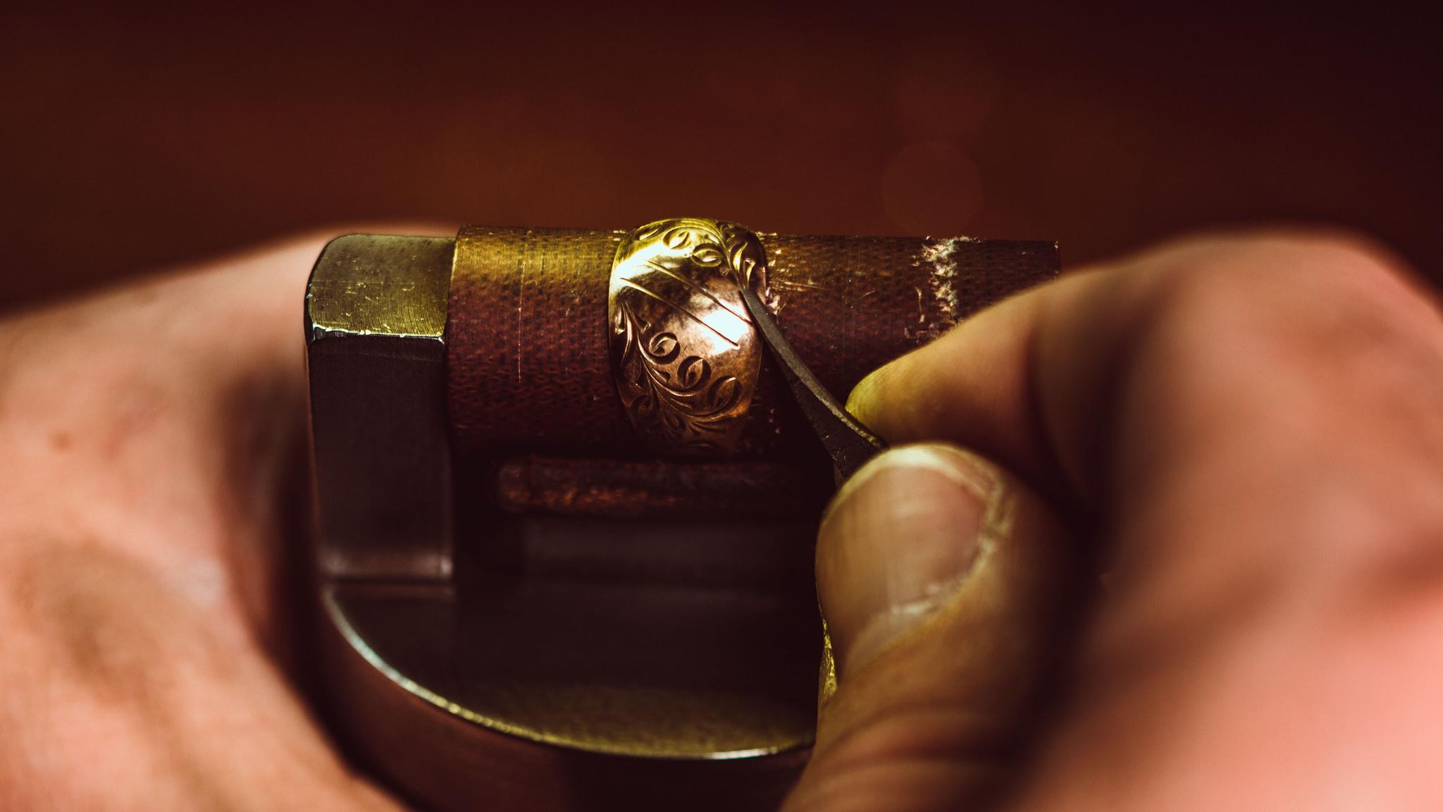Как сделать гравировку на золоте своими руками