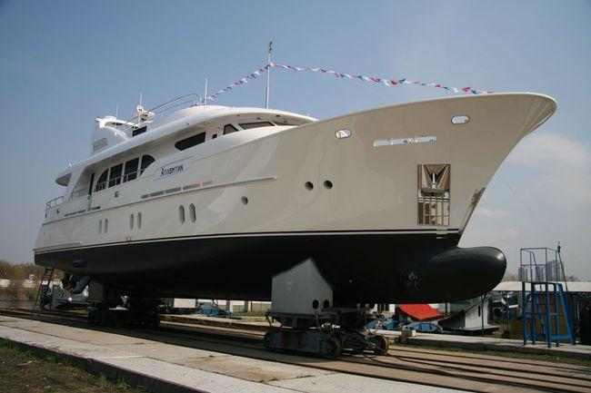 """яхта """"Атлантик"""" спущена на воду в апреле 2011 г."""