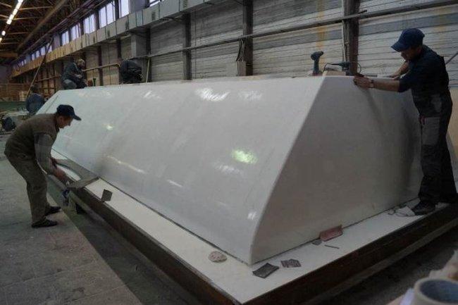 Опытный образец крыши вагона-хоппера из стеклопластика, изготовленный в «АпАТэК-Дубна»