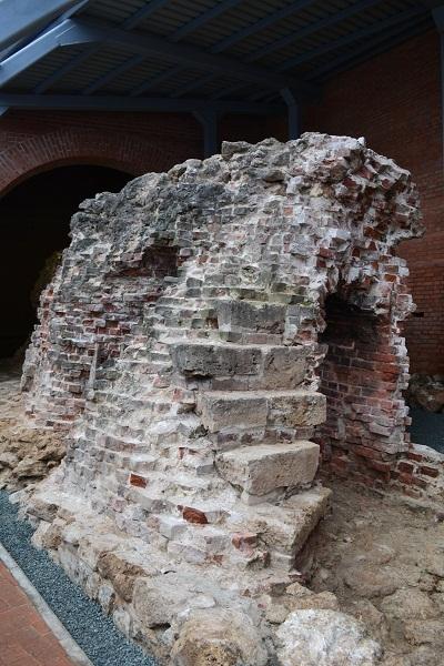 http://www.niann.ru Сохранившиеся части древней башни