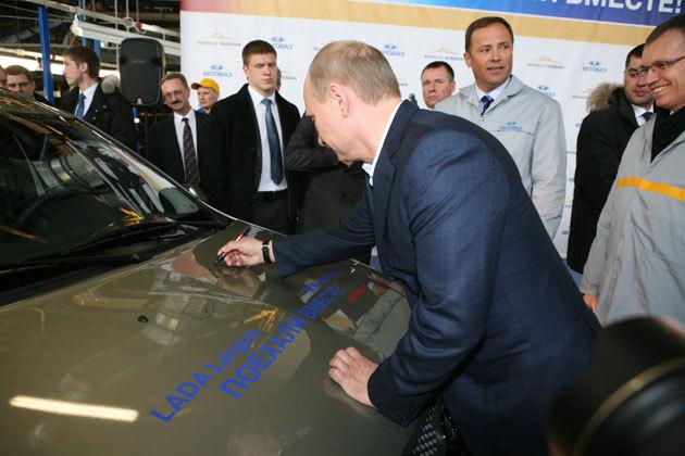 LADA_Largus_Putin_autograf.jpg