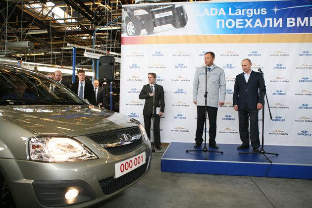 LADA_Largus_Putin_Komarov.jpg