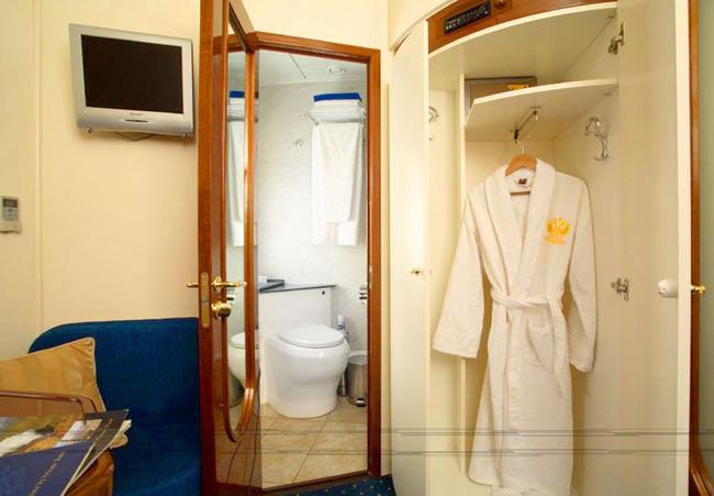 В каждом купе душ ,туалет,фен
