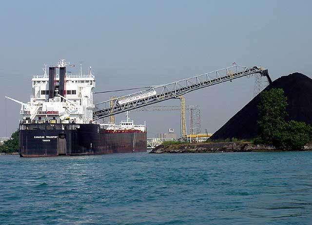 "12 апреля на m.v.  ""ZAGREB "" погружена трехмиллионная тонна угля с начала.  2012. года. в середине мая."