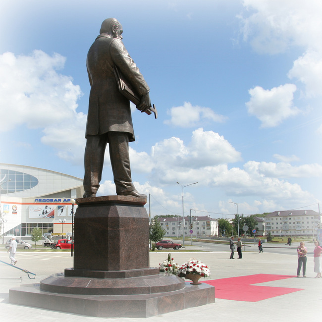 """Памятник В.Е. Грум-Гримайло изготовлен в литейной мастерской """"Дубровин"""""""