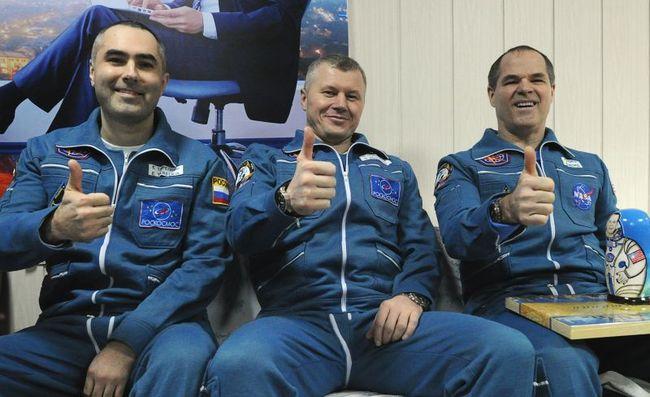 Евгений Тарелкин (слева) и Олег Новицкий (в центре) со своим коллегой Кевином Фордом