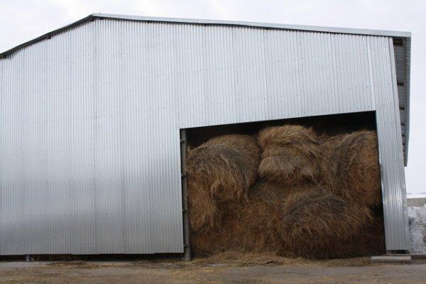 помещения, в которых хранится солома для подстилки животным