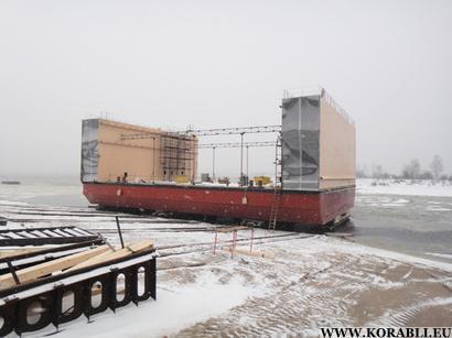 Спуск на воду первого блока плавучего дока, город Городец, 30 ноября 2012 года