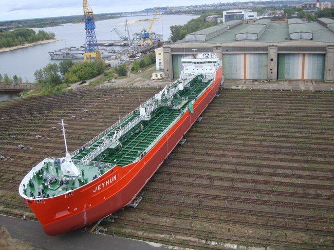 "на фото головной танкер ""Джейхун"""