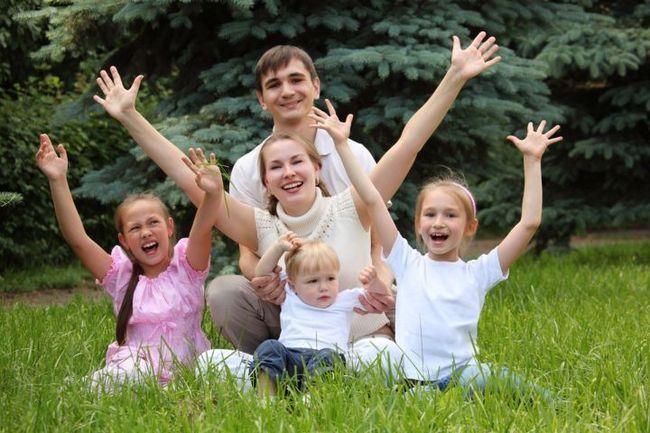 Многодетным семьям и семьям