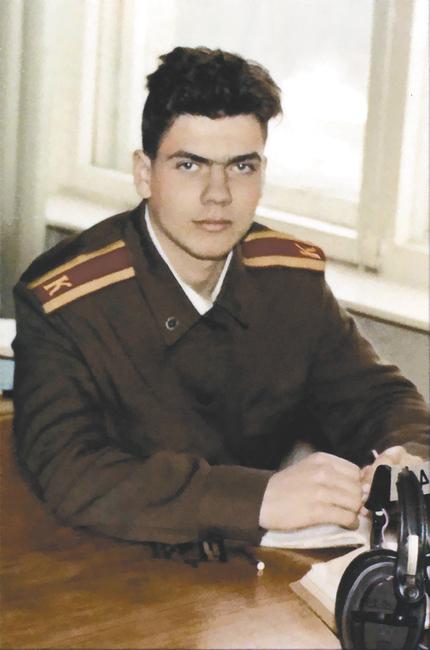 Учился Перов с большим интересом и на «отлично»