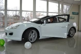 Первые две машины проданы 15 марта дилером ТагАЗ в Таганроге.  Это были машины белого и красного цвета...