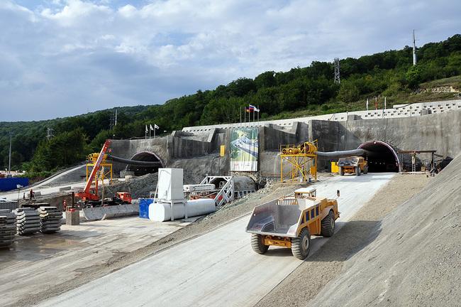 Строительство дороги на Красную Поляну. В мире таких проектов единицы.