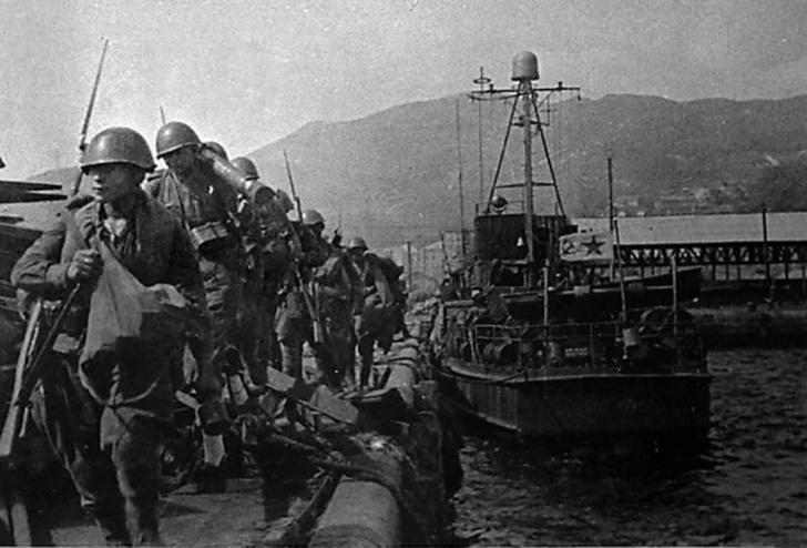 Высадка советских войск в ходе Сейсинской десантной операции. 15 августа 1945 года.