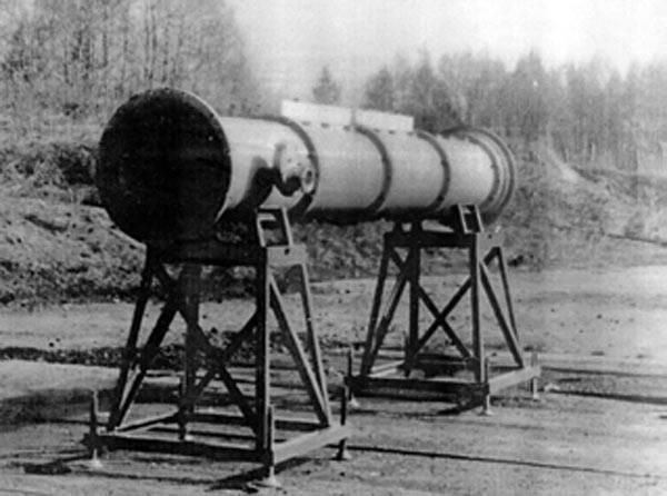 Взрывной фотодиссоционный лазер ФО-32