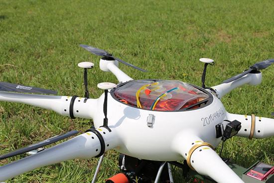 поле дрон квадрокоптер