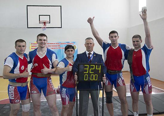 Сборная Вооруженных Сил РФ установили рекорд мира в гиревой эстафете на Военно-спортивных играх СНГ