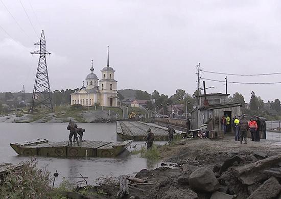 Военные инженеры ЗВО по просьбе местных властей установили временную мостовую переправу в Карелии