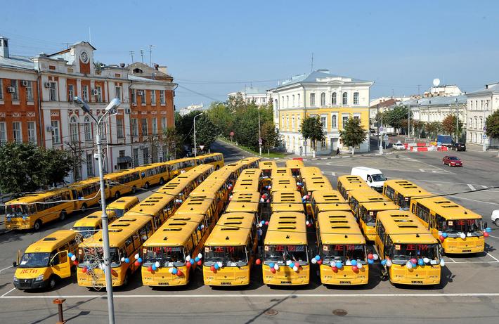 В Тверской области сельские школы получили 39 новых автобусов