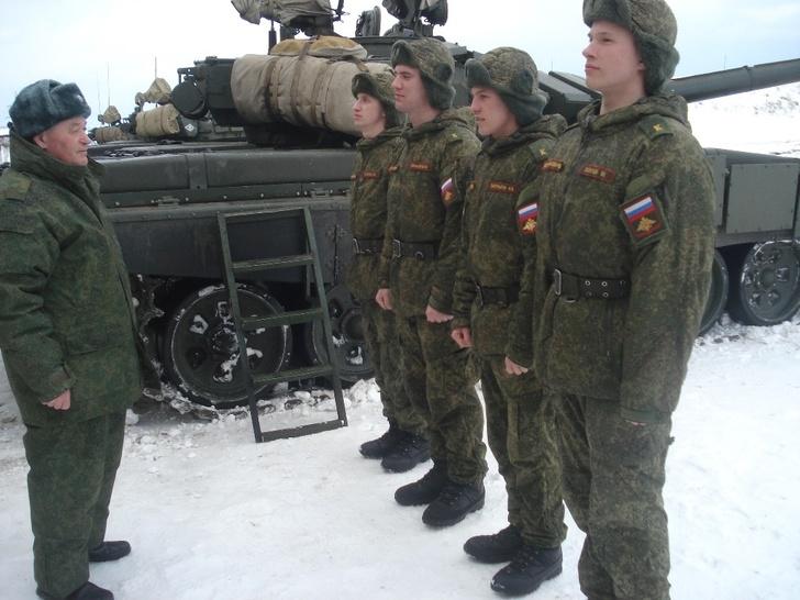 Занятия в Омском автобронетанковом инженерном институте. Архивное фото
