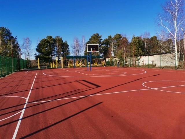 В Высоком Мысе открыли многофункциональную спортивную площадку