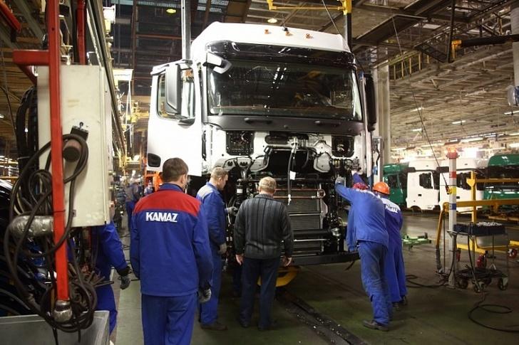 На конвейере АвЗ началась сборка большегрузов нового семейства 54901 с кабиной К5