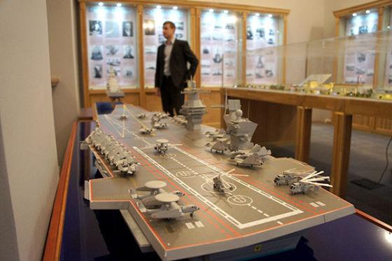 """3 """"морских"""" самолёта ДРЛОиУ, один на стартовой позиции, верталёты """"старые"""" добрые машины КБ имени Камова, и само-собой машины от """"сухого"""" Су-33 или их дальнейшее развитие и """"морской"""" ПАКФА..."""