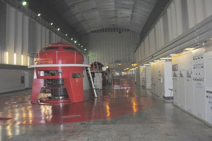 Машинный зал Колымской ГЭС
