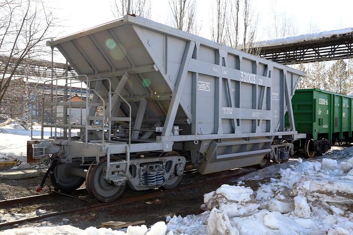 На УВЗ впервые создан вагон-хоппер для перевозки окатышей и агломерата