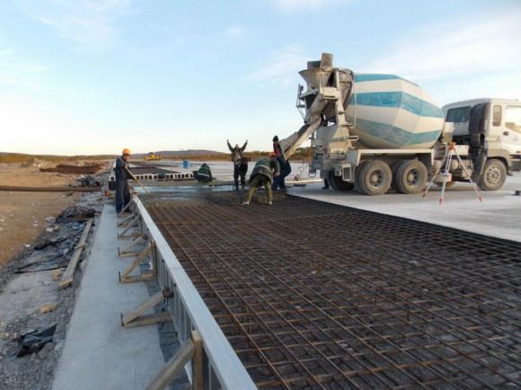 Укладка марочного бетона в верхний слой ВПП Североморск-1
