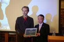 В Институте состоялось вручение награды Hitachi High-Technologies